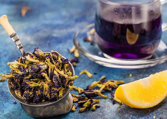 Pha trà đậu biếc đơn giản
